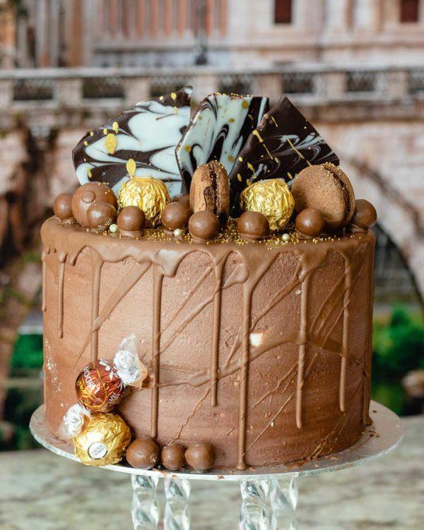 buttercream choc whispers cake