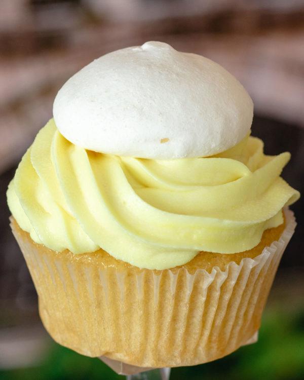 buttercream lemon meringue cupcake